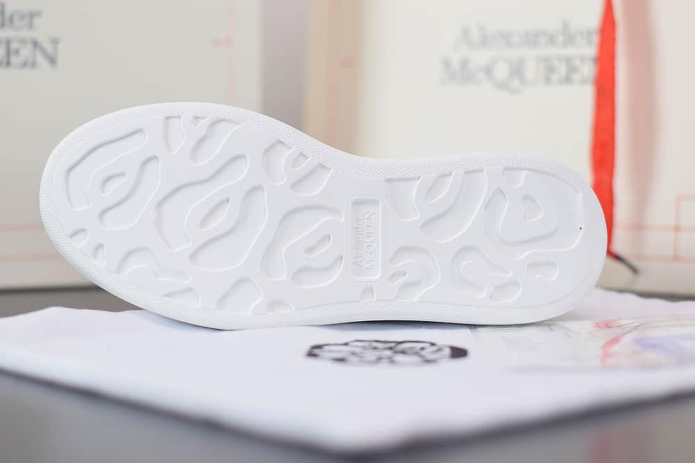 麦昆Alexander McQueen 2020早春款荧光七色系列渐变色尾小白松糕鞋纯原版本