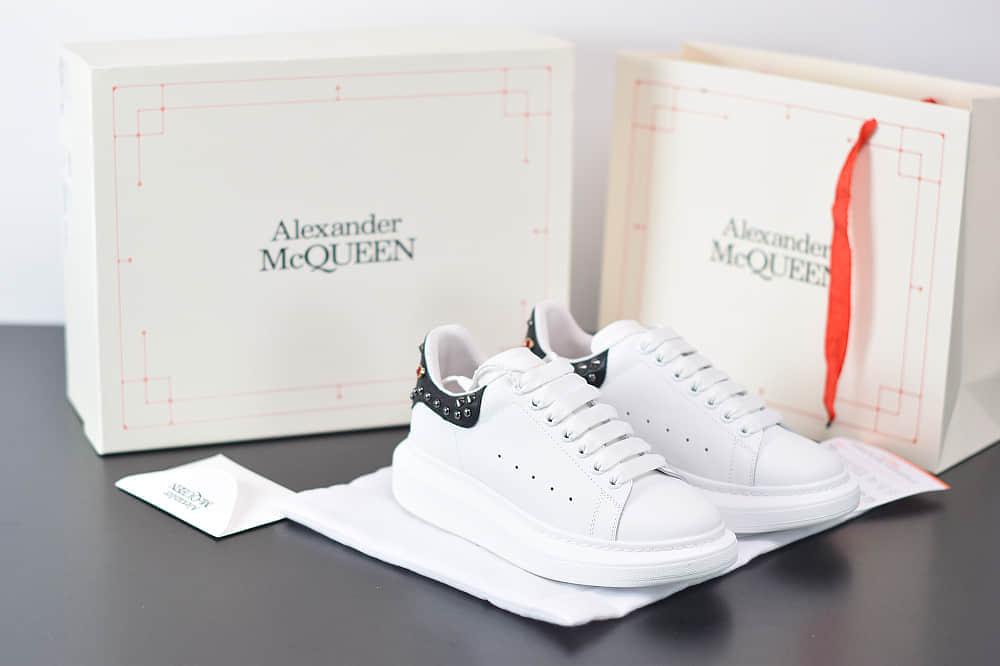 麦昆Alexander McQueen 2020早春款荧光七色系列黑白铆钉尾小白松糕鞋纯原版本