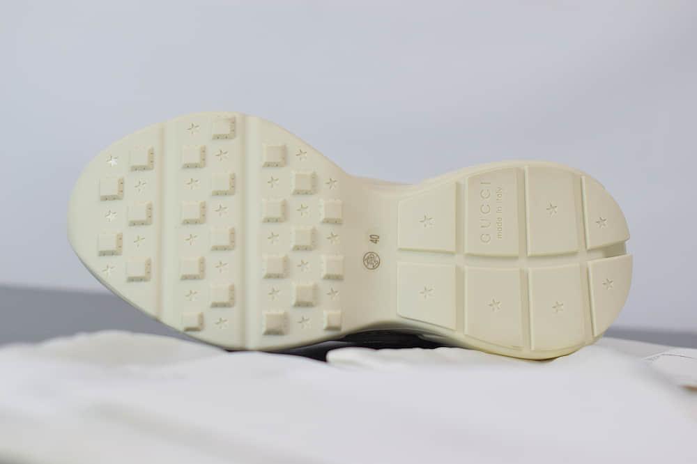 古驰Gucci Rhyton做旧复古米白色logo标识老爹鞋纯原版本货号:500877 DRW009522