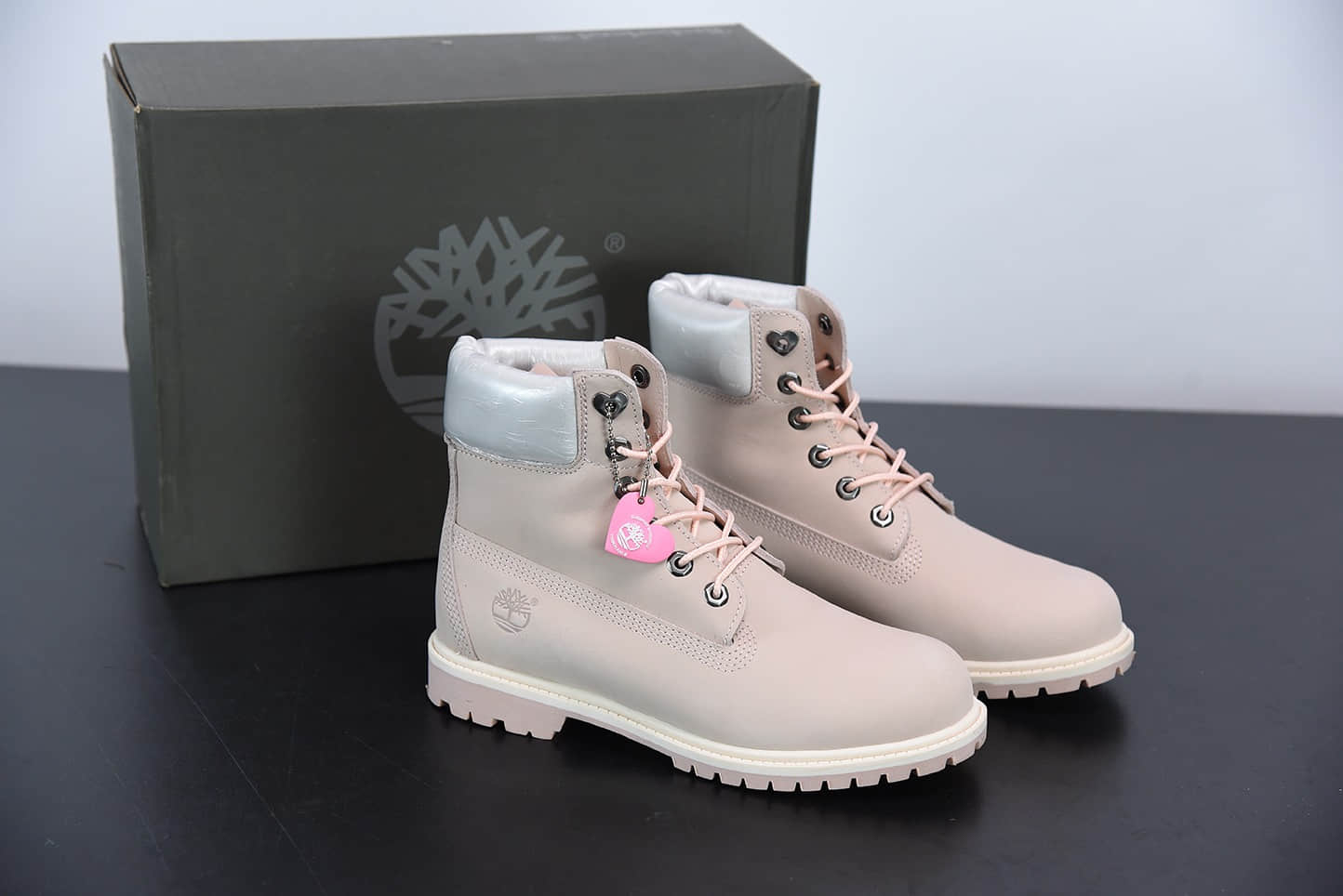 添柏岚Timberland米灰粉六孔情人节限定爱心系列工装鞋纯原版本