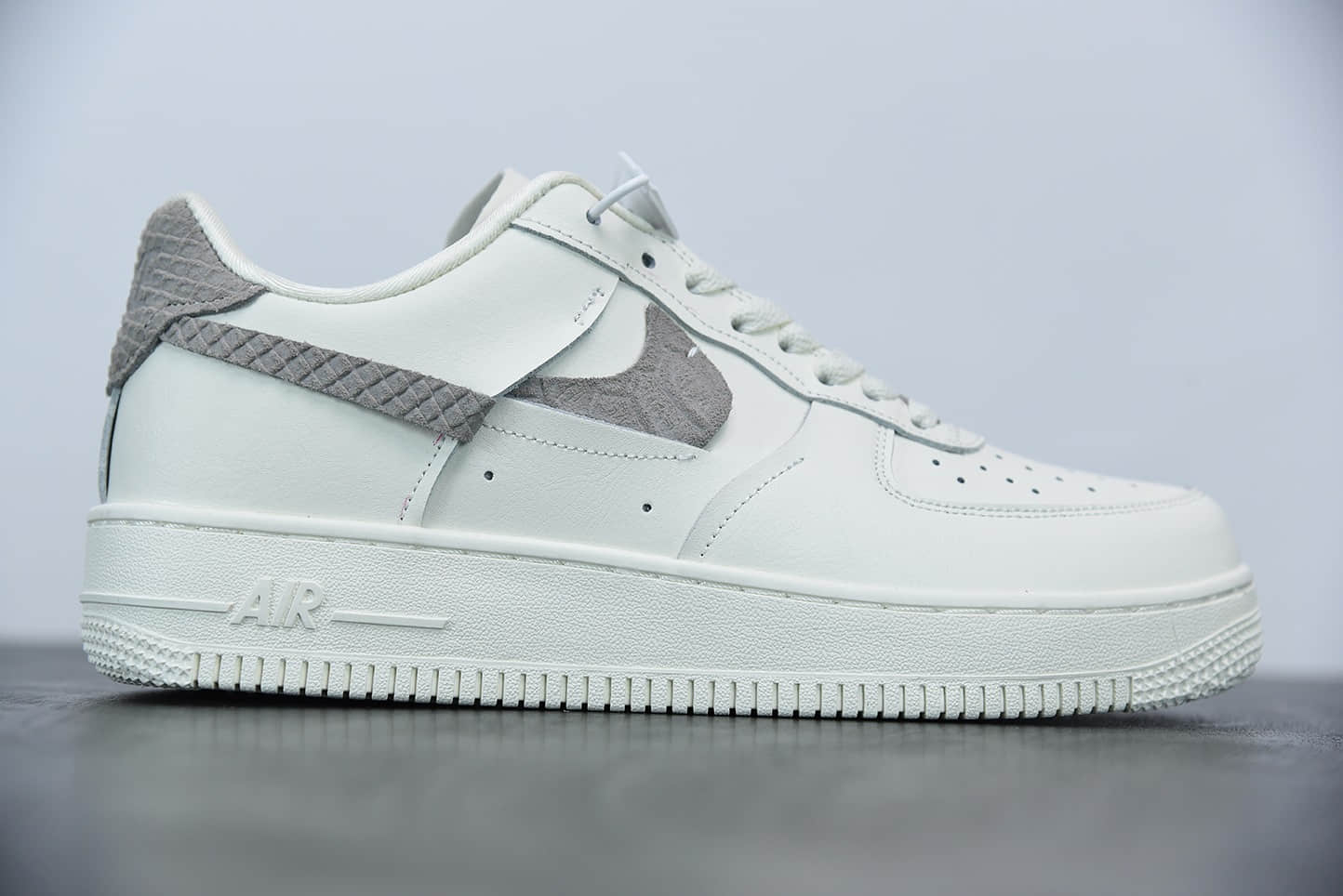耐克Nike Air Force 1 '07 Lxx LT 鸳鸯断勾空军一号经典低帮百搭休闲运动板鞋纯原版本 货号:DH3869-001