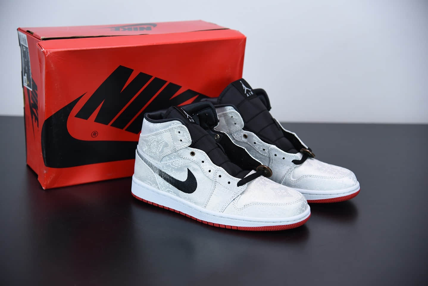 乔丹Edison Chen x Air Jordan1 Mid 陈冠希联名款白丝绸中帮篮球鞋纯原版本 货号:CU2804-100